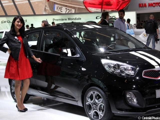 Mondial de l'Automobile 2012 – Hôtesse stand Kia