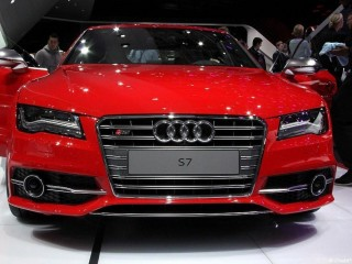 Audi S7 rouge
