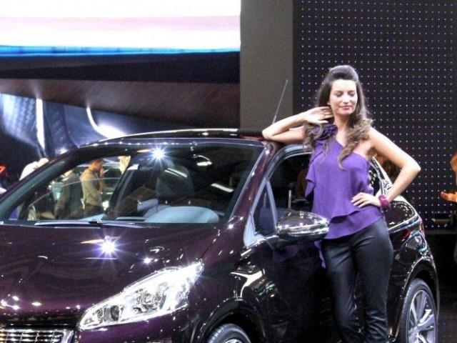 Hôtesse Mondial 2012 stand Peugeot